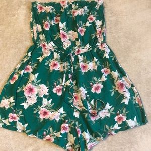 Other - Strapless Floral Romper